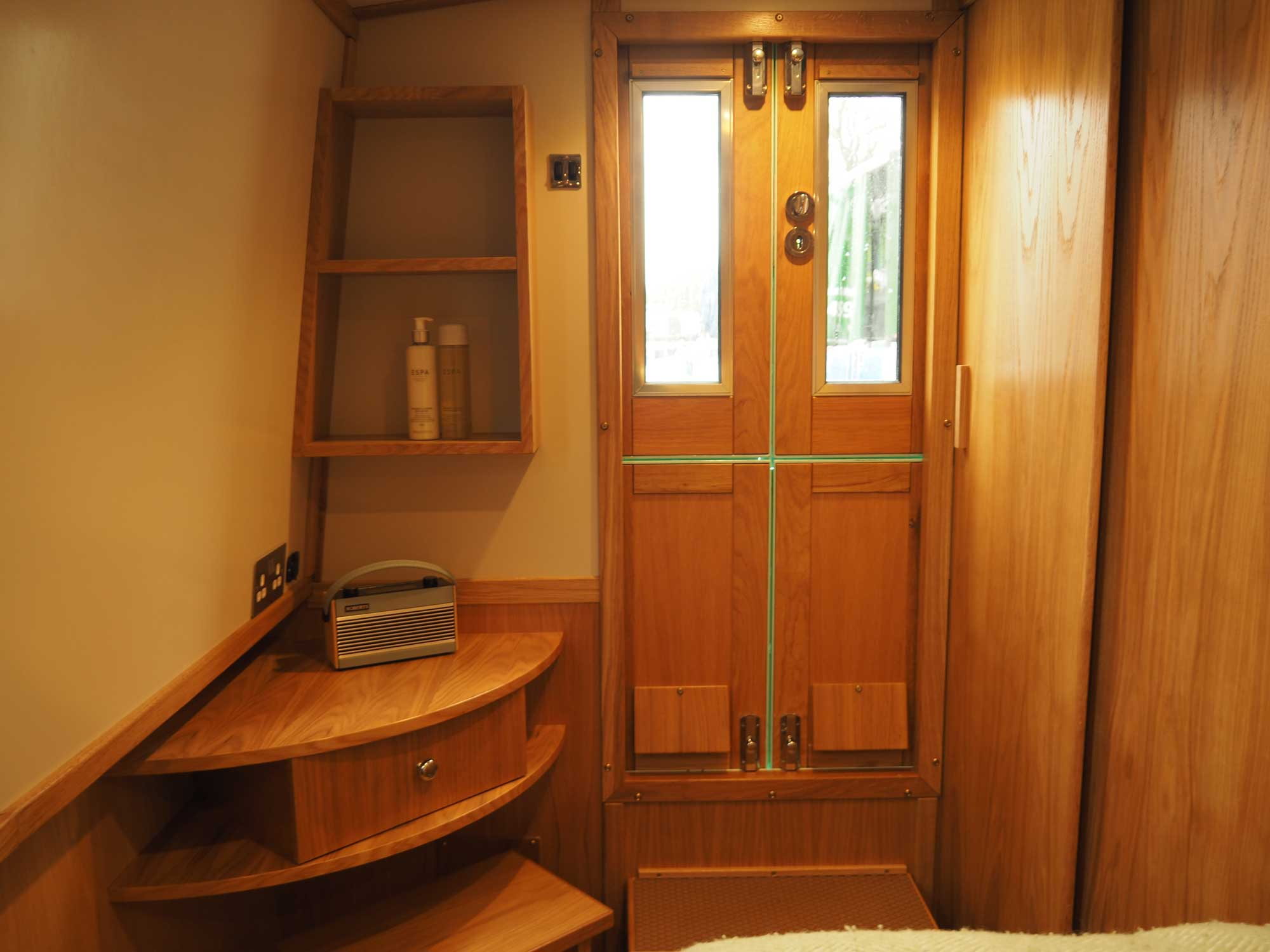 Front-Cabin