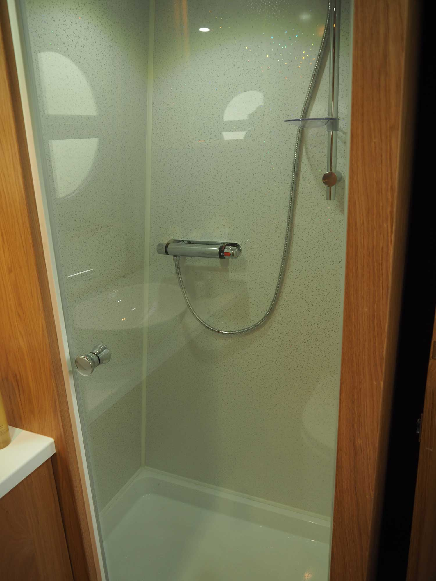 Full-Size-Shower-Room
